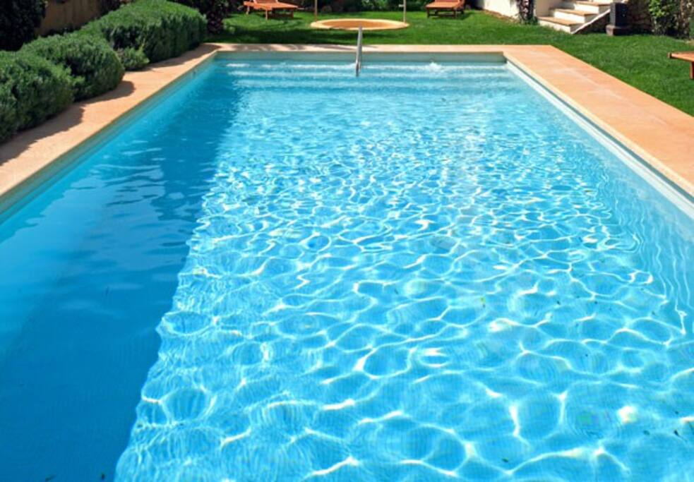 Anges gardien 86 avec piscine guesthouses for rent for Piscine franche comte