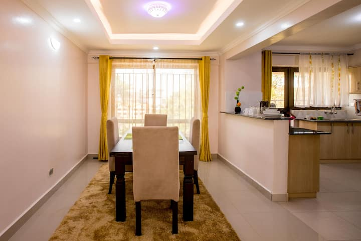Homely apartment, within CBD, breathtaking views.