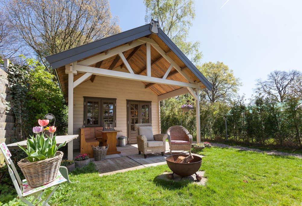 Sfeervolle blokhut in goffertpark met tuin bed for Tuin aanleggen nijmegen