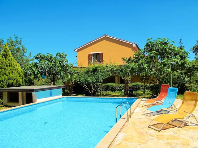 Holiday apartment Jakov with shared pool and pool terrace, in a rural setting