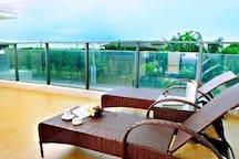 海陵岛保利十里银滩公寓,120平米,两房两厅两卫,楼下50米即为沙滩,和保利旗下皇冠酒店,同一沙滩