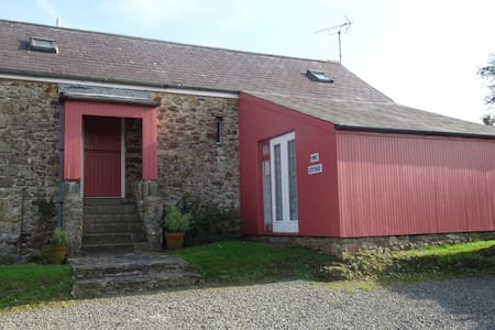 Self catering cottage with sea views - Little Haven - Hus