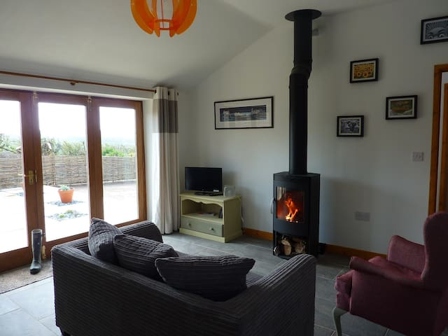 Cosy Hideaway with a Wonderful View - Umberleigh