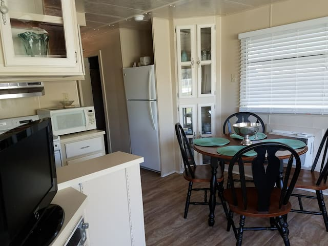 Q27 FunNSun  -Quiet , Clean, and Comfortable!! - San Benito - Apartment