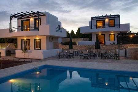 Modern Family Studio with shared Pool D - Palekastro