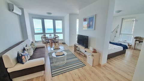 Stylish and spacious apartment with a sea view