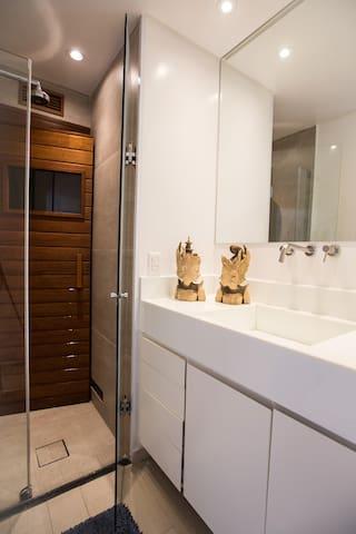 Sauna privativa dentro do apartamento