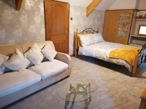 Spacious Bedroom in the Forest of Dean