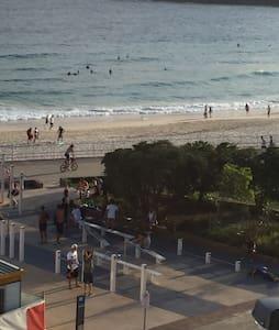 Wow!Beachfront.Right on the beach.4 - Bondi Beach - Other