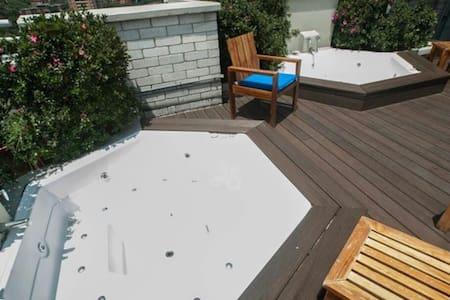 Luxury Poblado Jacuzzi Apt in Hotel - Medellín