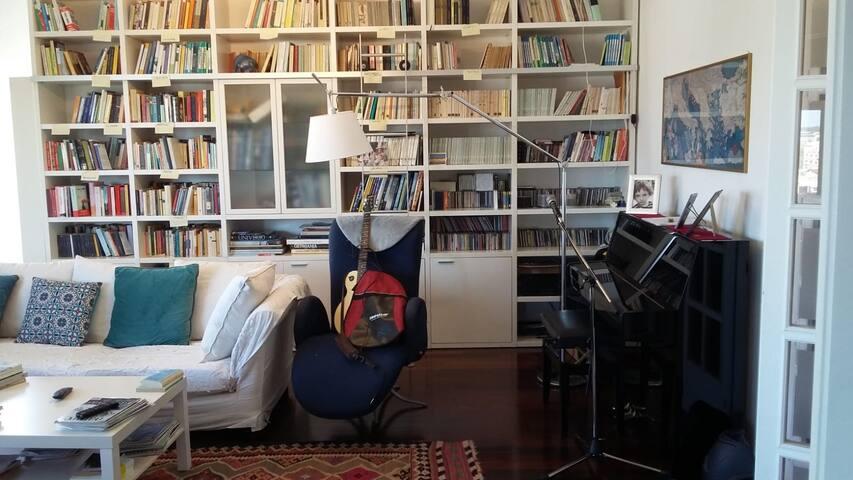 Salone, particolare libreria
