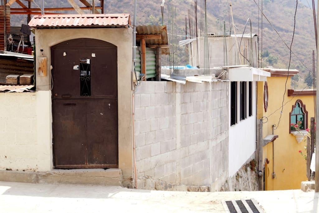 La entrada de la casa The house entrance