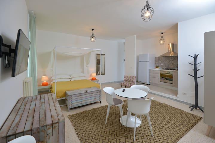 Al quarantacinque - Maglie - Apartment