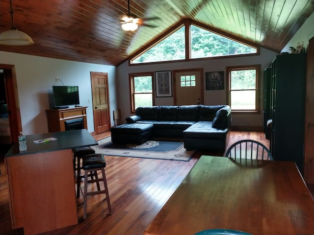Mulligan Ranch 4 mi to Dreams Park &4.7m to BB HOF