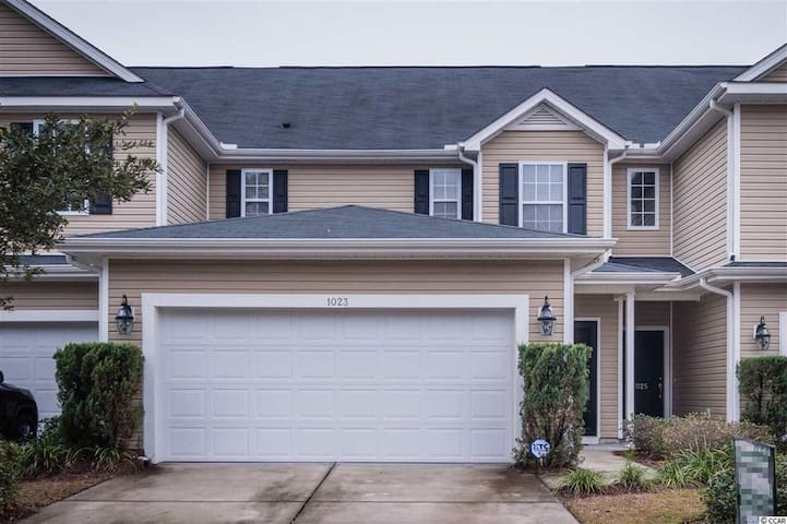 Beautiful Townhome minutes from Myrtle Beach