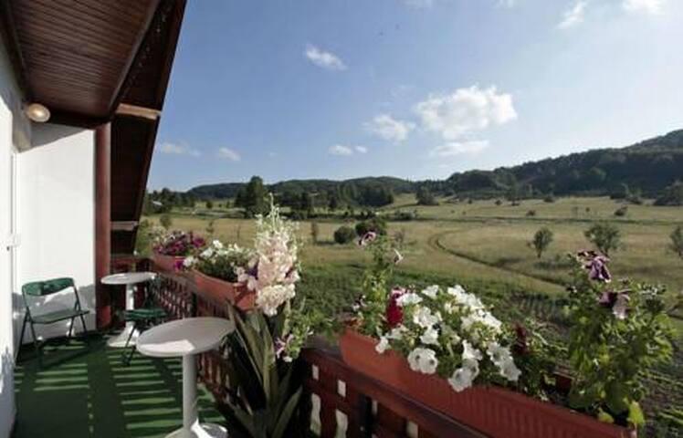Residence with Restaurant,Terrace & Mountain View - Jezerce - Bed & Breakfast