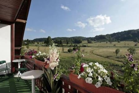 Residence with Restaurant,Terrace & Mountain View - Jezerce - Bed & Breakfast