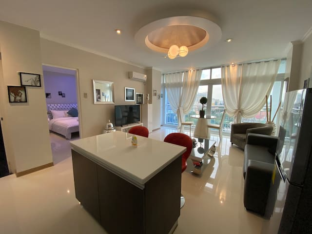 Kandi Towers, w/roof top  resto/gym/Pool. Serviced