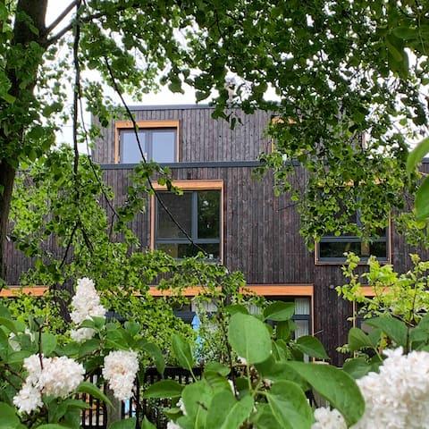 Wohnen im Holzhaus/Schwedenhaus mitten in Berlin