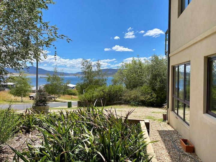 Alpine 17 Lakeside Apartment