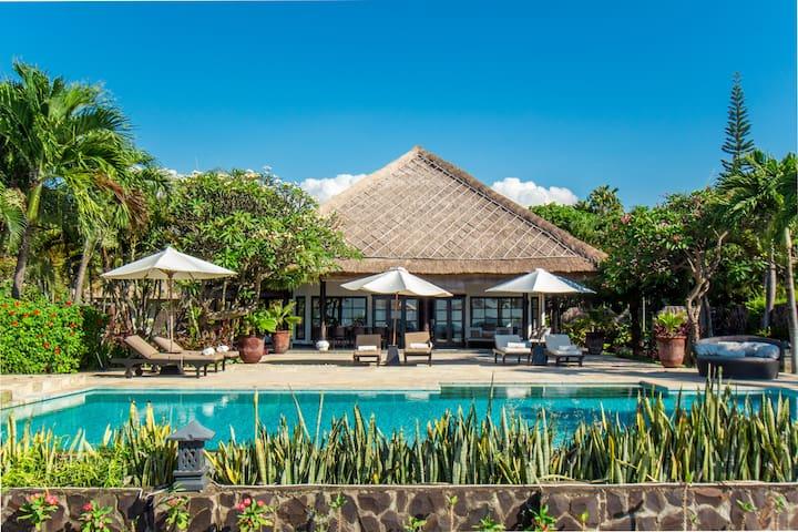 5BDR Beachfront Luxury Private Villa + Huge Pool!