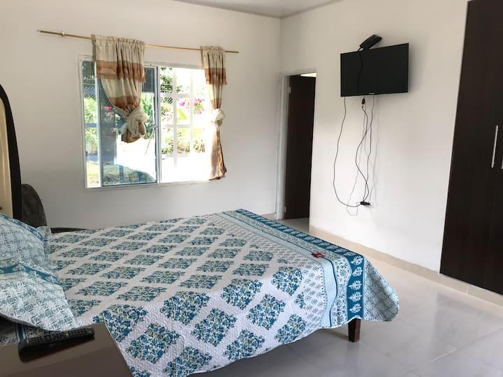 Habitación /cama doble / 2 personas/ baño privado
