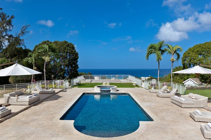 Stunning Ocean Views And Luxury Pool - High Breeze
