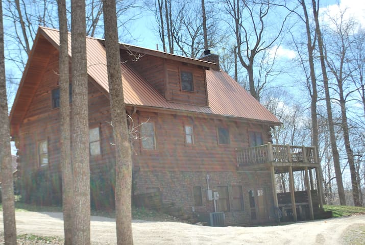 """""""The Retreat"""" Newer 5BR Home on Dale Hollow Lake"""
