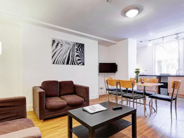 NEXT to BritishMuseum - 3Bed Apartment for 8 ppl