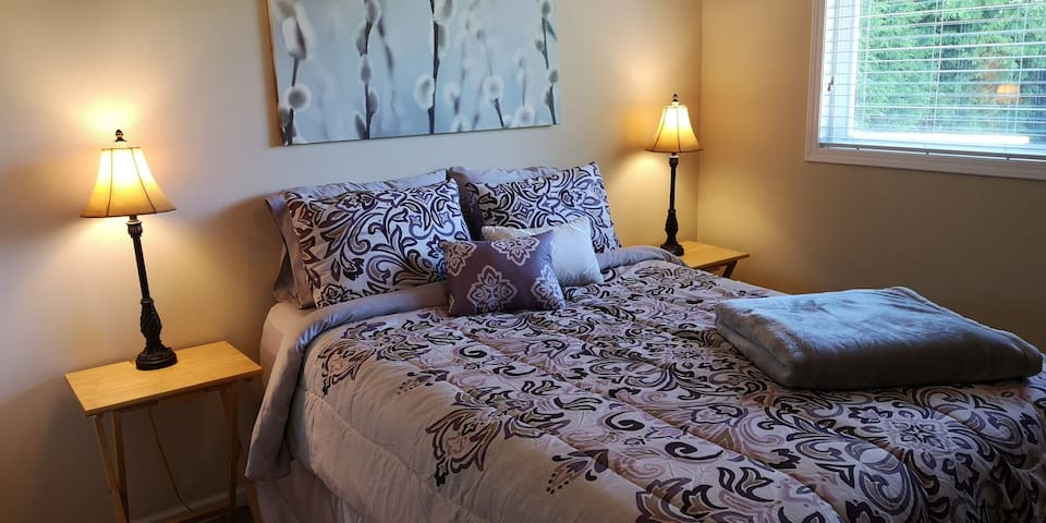 Private Queen Bed in Sunny Tsawwassen