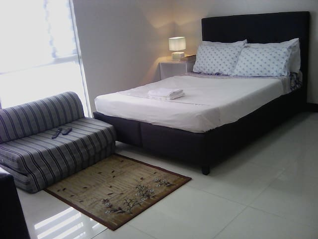 The Minimalist Space 02 @ Manhattan Heights Cubao.
