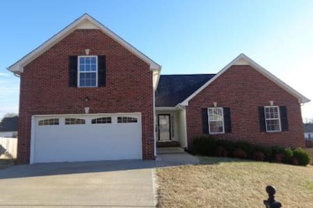 Cozy Room for rent in Quiet Neighborhood - Clarksville - Maison