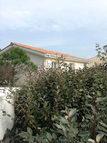 Maison lumineuse à proximité de l'océan - Vendays-Montalivet - Casa
