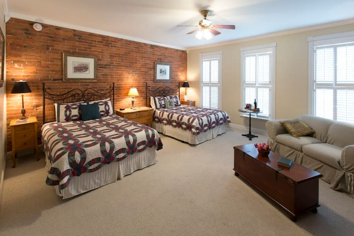 Bed & Breakfast in Historical Property.
