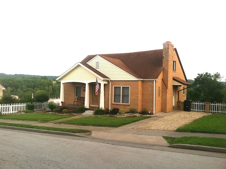 DeFlorin Brick Cottage Inn, With So Many Amenities