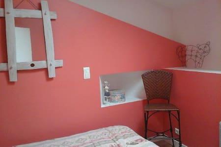 Chambre chez l'habitant(salle de bain,WC privés) - Oda + Kahvaltı