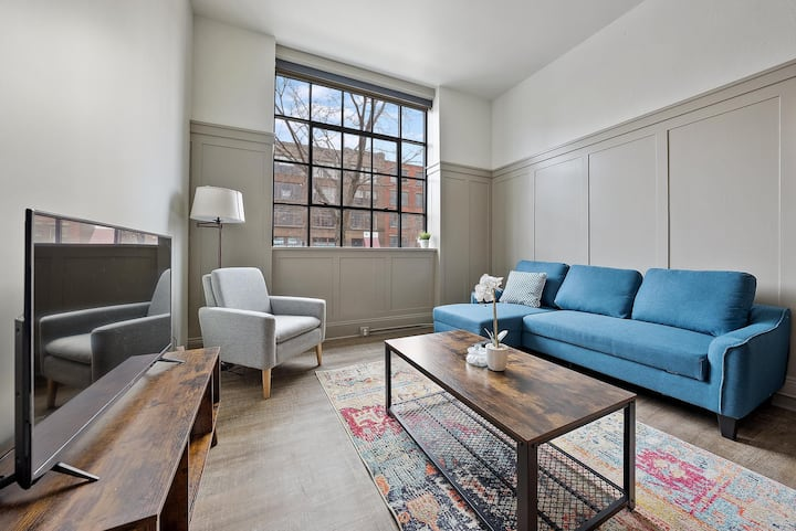 Luxury Living in the Heart of Superior Arts District #113