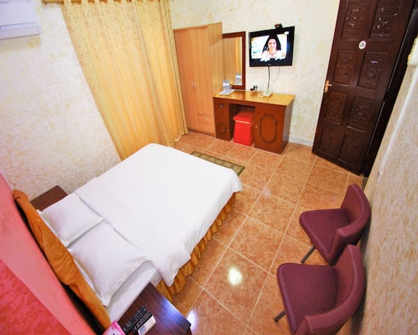 Small Double Room in Sur Hotel in the city center
