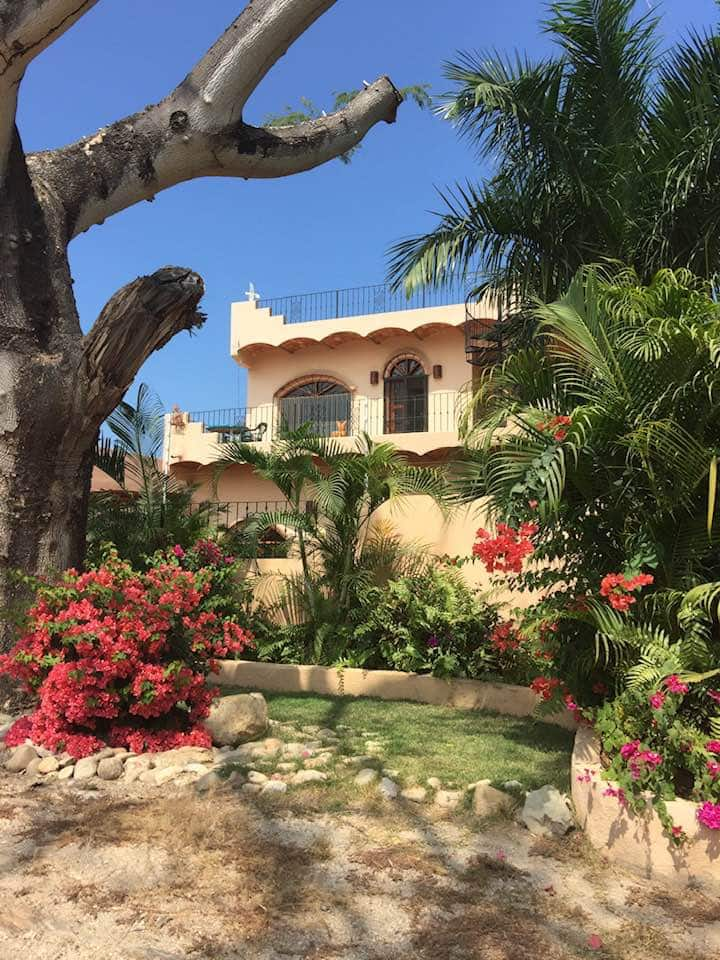 ❣Charming Mexican 3 BR Casa w/Pool, Walk to Beach