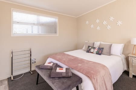 Palm Grove Studio, Waihi beach