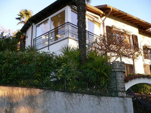 Ferienhaus mit Pool und Seesicht - Luino - House