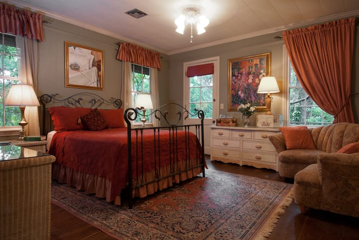 Garden Room - The Stockade Bed & Breakfast