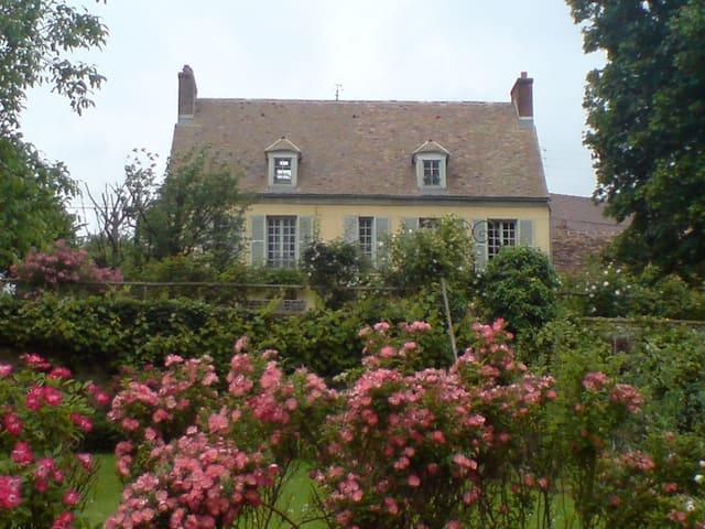 Très belle maison de charme - Château-sur-Epte - House