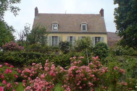 Très belle maison de charme - Château-sur-Epte - Hus