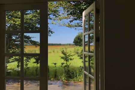 Hus på landet - skøn natur og ro.