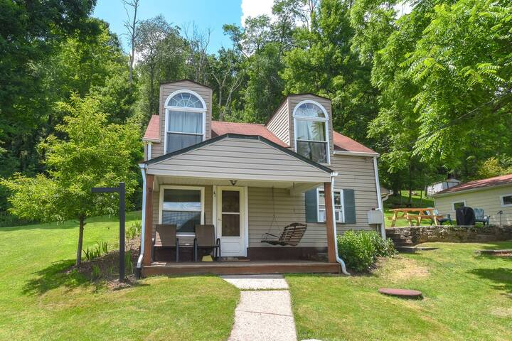 NEW! DOGS WELCOME! Lake Area Cottage w/Gas Fireplace & Charcoal Grill!