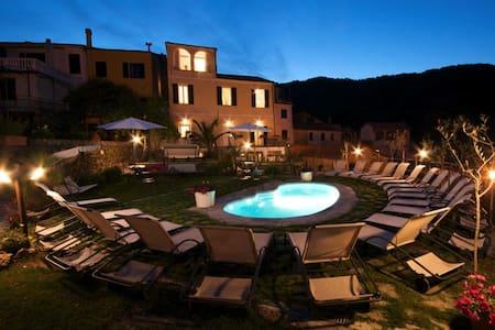 Villa indipendente con piscina - Lecchiore