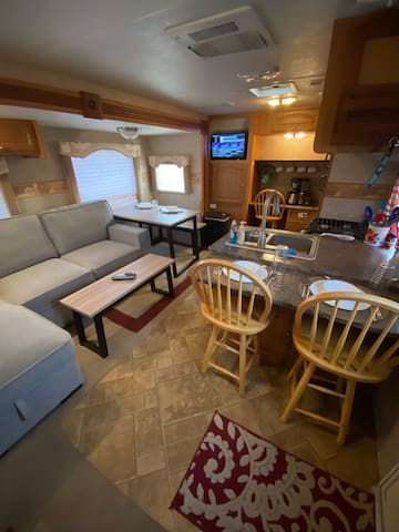 Comfy RV w/ Queen Bed & Sofa Bed in Pueblo West