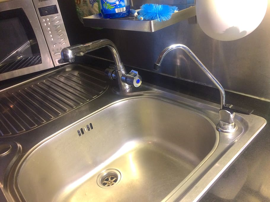 Filtered water-tap for fresh drinking water