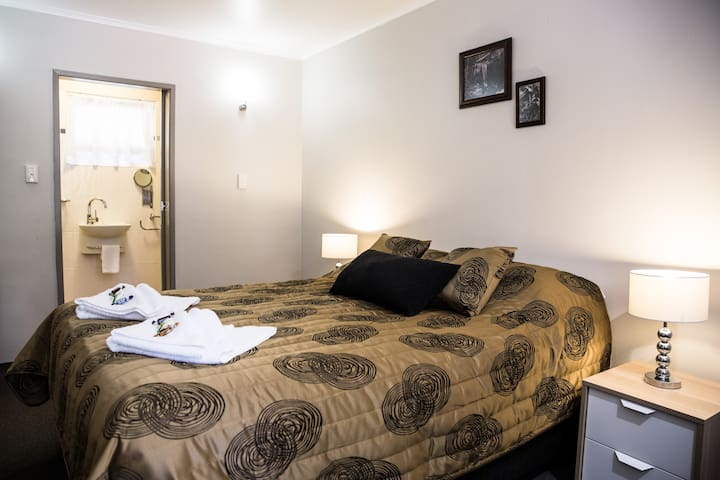 Tall Trees Motel Queen Suite QLD - North Tamborine